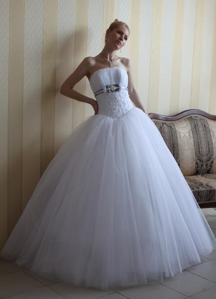 Шикарное свадебное платье - ПРОДАЖА СВАДЕБНЫХ ПЛАТЬЕВ Б/У (ПОЛЬЗУЙТЕСЬ СПЕЦ. РАЗДЕЛОМ) - СВАДЕБНЫЕ УСЛУГИ МОЛОДОЖЕНАМ - ФОРУМ НЕВЕСТ